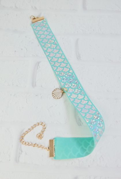 Mermaid Glisten Holographic Scale Choker in Mint