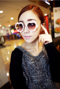 French Vintage Lace Rim Heart Sunglasses Pink