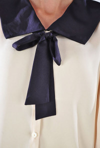 Contrast Color Sailor Collar Neck Tie Blouse in Cream/Navy