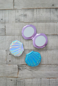 Seashell Compact Mirror in Iridescent