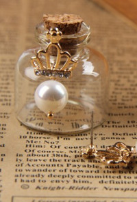 Earrings - Subtle Royalty Crown Pearl Earrings in Off White